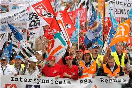 Employees of PSA Peugeot Citroen protest against the closure of Aulnay-sous-Bois PSA plant and job cuts, in Rennes in this September 15, 2012 file photograph. REUTERS/Stephane Mahe/Files