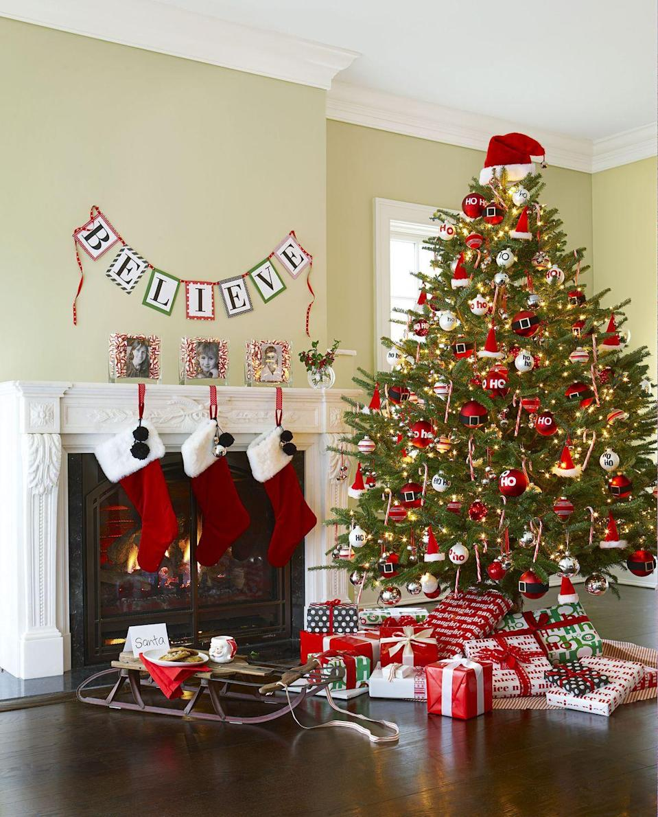 <p>Pay homage to the man in the red suit by hanging tiny hats and belt buckle ornaments on a classic evergreen. The crowning touch for this Santa-centric tannenbaum: a classic fur-lined hat.  </p>