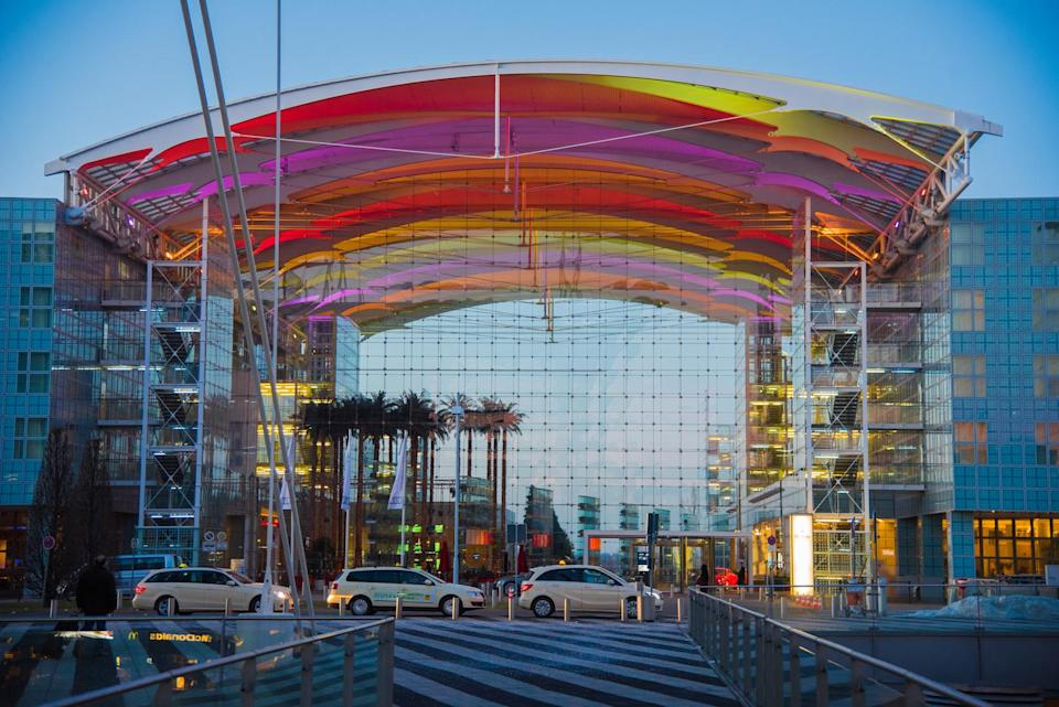 <p>With stellar reviews from long haul travellers, Munich International Airport is ranked as one of the top 10 pitstops in the world. With mini golf, showers and a fitness centre – there's no greater place to unwind ahead of your next flight. <em>[Photo: Getty]</em> </p>