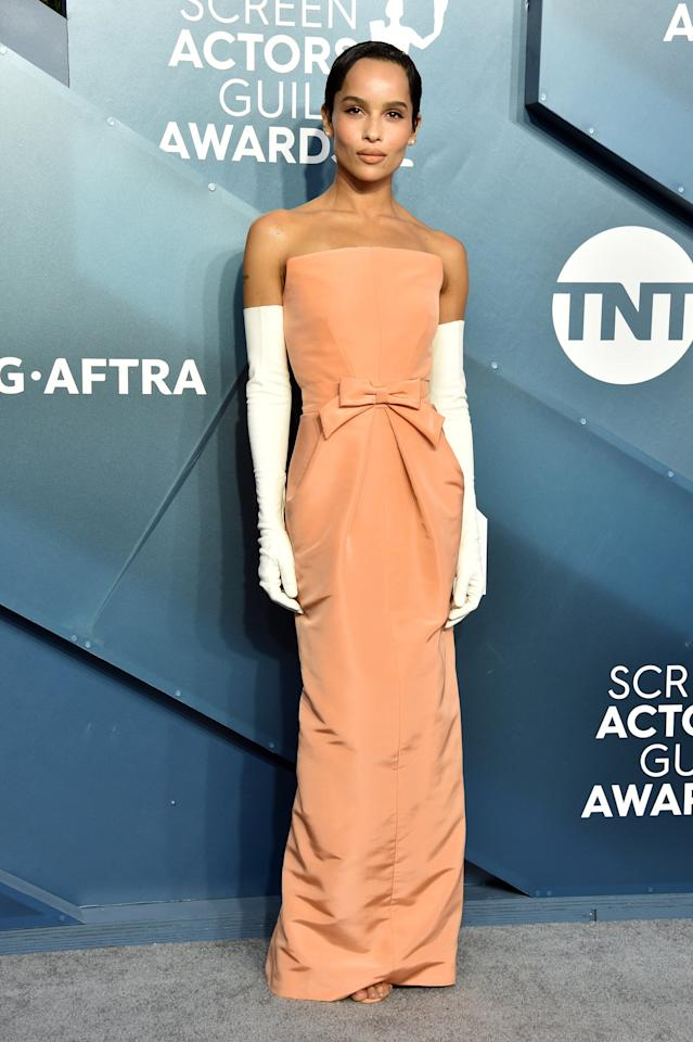 """<p>Zoë walked the 2020 SAG Awards red caret wearing <a href=""""https://www.popsugar.com/fashion/zoe-kravitz-sag-awards-2020-dress-gloves-47124234"""" class=""""ga-track"""" data-ga-category=""""Related"""" data-ga-label=""""https://www.popsugar.com/fashion/zoe-kravitz-sag-awards-2020-dress-gloves-47124234"""" data-ga-action=""""In-Line Links"""">a strapless peach Oscar de la Renta gown</a>. If you're wondering where you've seen Zoë wear these elbow-length gloves before, it was during the first season of <strong>Big Little Lies</strong> when Bonnie attends the fundraiser and performs dressed as Audrey Hepburn's Eliza Doolittle from <strong>My Fair Lady</strong>.</p>"""