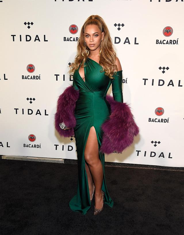 Beyoncé glammed up for her first red carpet appearance since giving birth to twins four months ago. (Photo: Getty Images)
