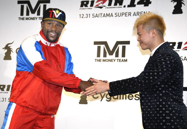Floyd Mayweather, left, of the U.S. shakes hands with Japanese kickboxer Tenshin Nasukawa during a press conference in Tokyo, Monday, Nov. 5, 2018. Mayweather said he has signed to fight Nasukawa for a bout promoted by Japan's RIZIN Fighting Federation on Dec. 31 in Saitama, north of Tokyo. (Katsuya Miyagawa/Kyodo News via AP)