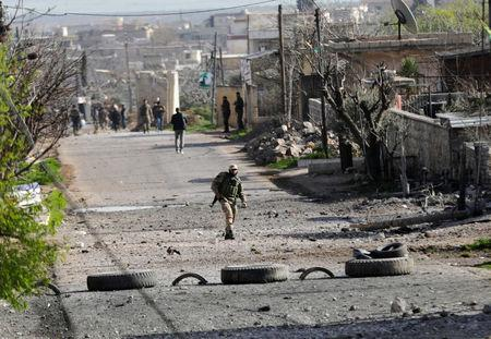 Turkish-backed Free Syrian Army fighters advance in north of Afrin