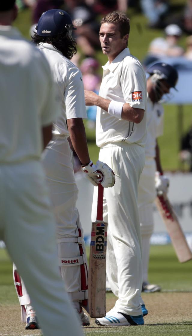India's Ishant Sharma and New Zealand's Tim Southee (R) exchange words during the first innings on day two of the second international test cricket match at the Basin Reserve in Wellington, February 15, 2014. REUTERS/Anthony Phelps (NEW ZEALAND - Tags: SPORT CRICKET)