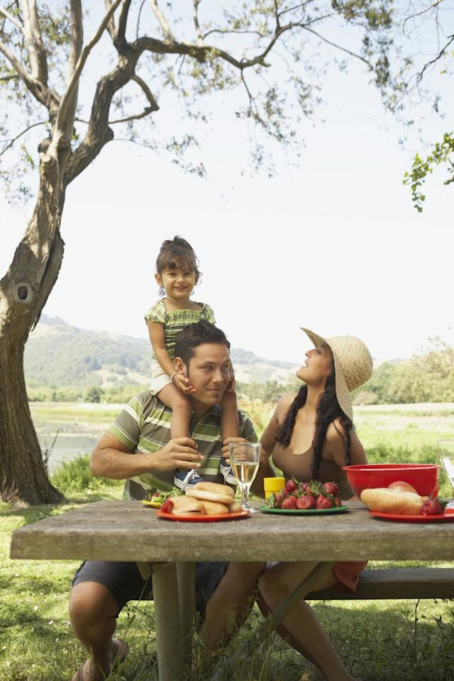 <p>There's no reason you can't head outdoors for a fun family meal. Surprise dad by packing his favorite foods, and stake out a spot at a local park. </p>