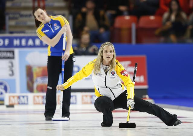 Manitoba skip Jennifer Jones (R) reacts to her shot in front of second Dana Ferguson in their gold medal game during the Scotties Tournament of Hearts in Moose Jaw, Saskatchewan, February 22, 2015. REUTERS/Todd Korol (CANADA - Tags: SPORT CURLING)