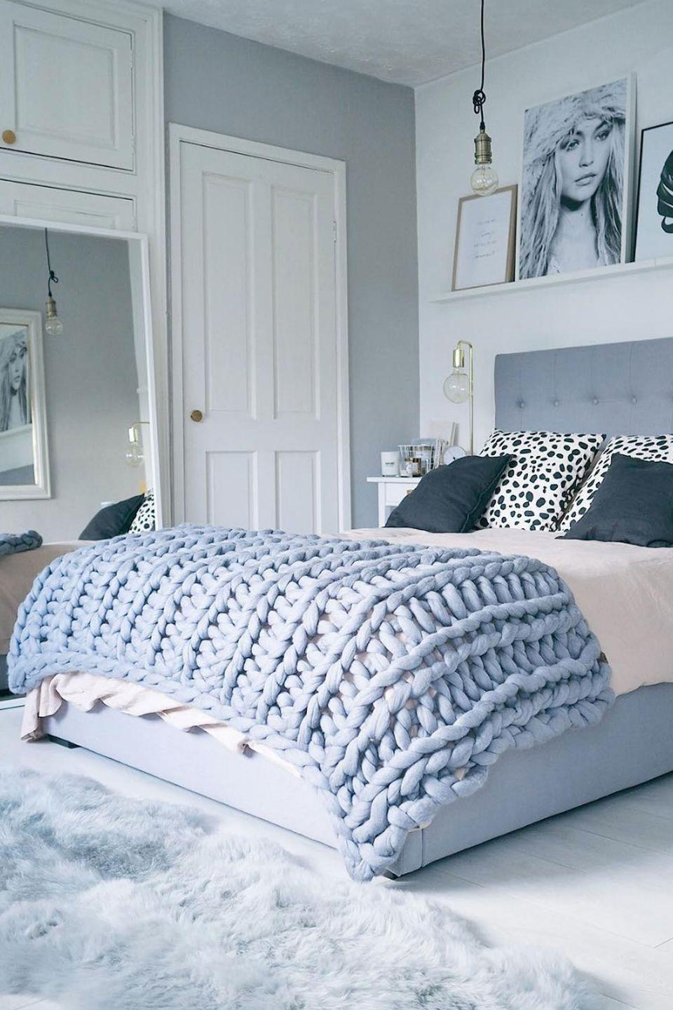 """<p><a href=""""https://www.countryliving.com/diy-crafts/a40078/how-to-make-large-knit-blanket/"""" rel=""""nofollow noopener"""" target=""""_blank"""" data-ylk=""""slk:Our readers went positively bananas"""" class=""""link rapid-noclick-resp"""">Our readers went positively bananas</a> for <a href=""""https://www.instagram.com/p/BLX6yE4DqPz/?taken-by=olivianicolesilk"""" rel=""""nofollow noopener"""" target=""""_blank"""" data-ylk=""""slk:blogger Olivia Silk's cozy, oversized knit blanket"""" class=""""link rapid-noclick-resp"""">blogger Olivia Silk's cozy, oversized knit blanket</a>. The technique, created by blogger Laura Birek, is easy to pick up, and the blanket itself can be completed in just a few hours. </p><p><strong>Get the tutorial at <a href=""""https://www.youtube.com/channel/UC0oCP_AZIrST0YGAezC3KYw"""" rel=""""nofollow noopener"""" target=""""_blank"""" data-ylk=""""slk:Laura Birek's YouTube page"""" class=""""link rapid-noclick-resp"""">Laura Birek's YouTube page</a>.</strong></p><p><strong><a class=""""link rapid-noclick-resp"""" href=""""https://go.redirectingat.com?id=74968X1596630&url=https%3A%2F%2Fwww.etsy.com%2Flisting%2F75930527%2Fgiganto-blanket-pattern-custom-made-huge&sref=https%3A%2F%2Fwww.countryliving.com%2Fdiy-crafts%2Ftips%2Fg645%2Fcrafty-christmas-presents-ideas%2F"""" rel=""""nofollow noopener"""" target=""""_blank"""" data-ylk=""""slk:SHOP THE PATTERN"""">SHOP THE PATTERN</a><br></strong></p>"""