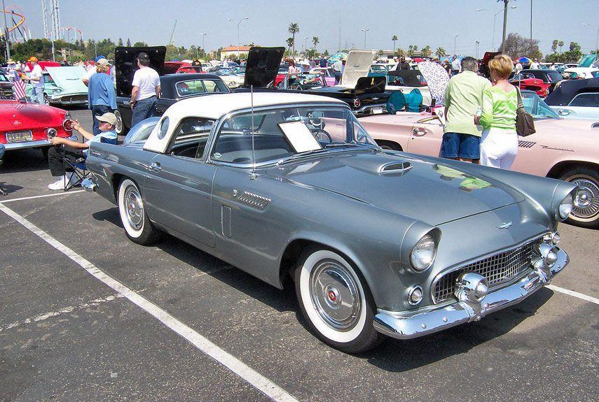 <p>A true classic by any standards. The original T-Bird was a response to Chevy's Corvette, and oozes '50s diners and drive-ins style from every angle.</p>