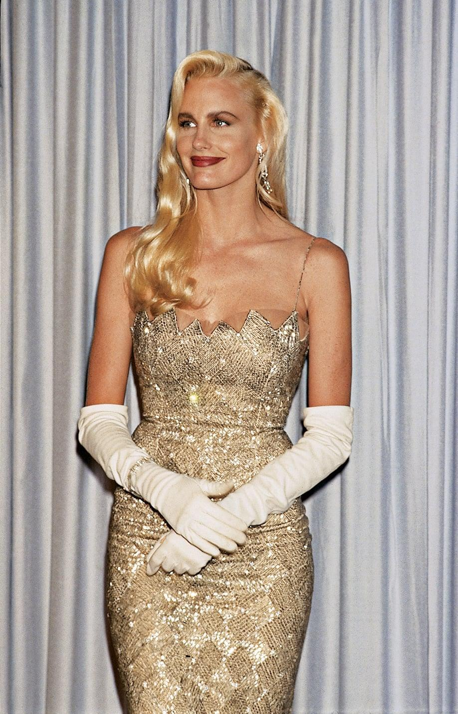 <p>Daryl paired her gorgeous gold dress with a pair of elbow-length gloves, and we love what they add to her look. </p>