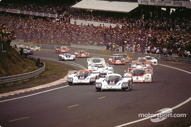 """Start of the 1982 24 hours of Le Mans: #1 Porsche 956 of Jacky Ickx, Derek Bell takes the lead in front of #2 Porsche 956 of Jochen Mass, Vern Schuppan<span class=""""copyright"""">Motorsport.com</span>"""