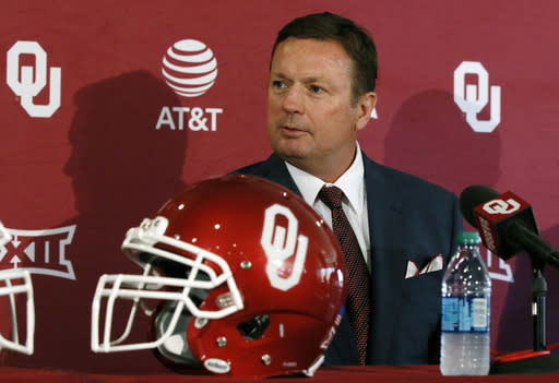 Oklahoma head coach Bob Stoops speaks at a news conference to announce the his retirement in Norman, Okla., Wednesday, June 7, 2017. Oklahoma coach Bob Stoops abruptly announced his retirement Wednesday, a stunning offseason move by the 56-year-old future Hall of Famer who led the Sooners to 10 conference championships and a national title in 18 seasons. (AP Photo/Sue Ogrocki)
