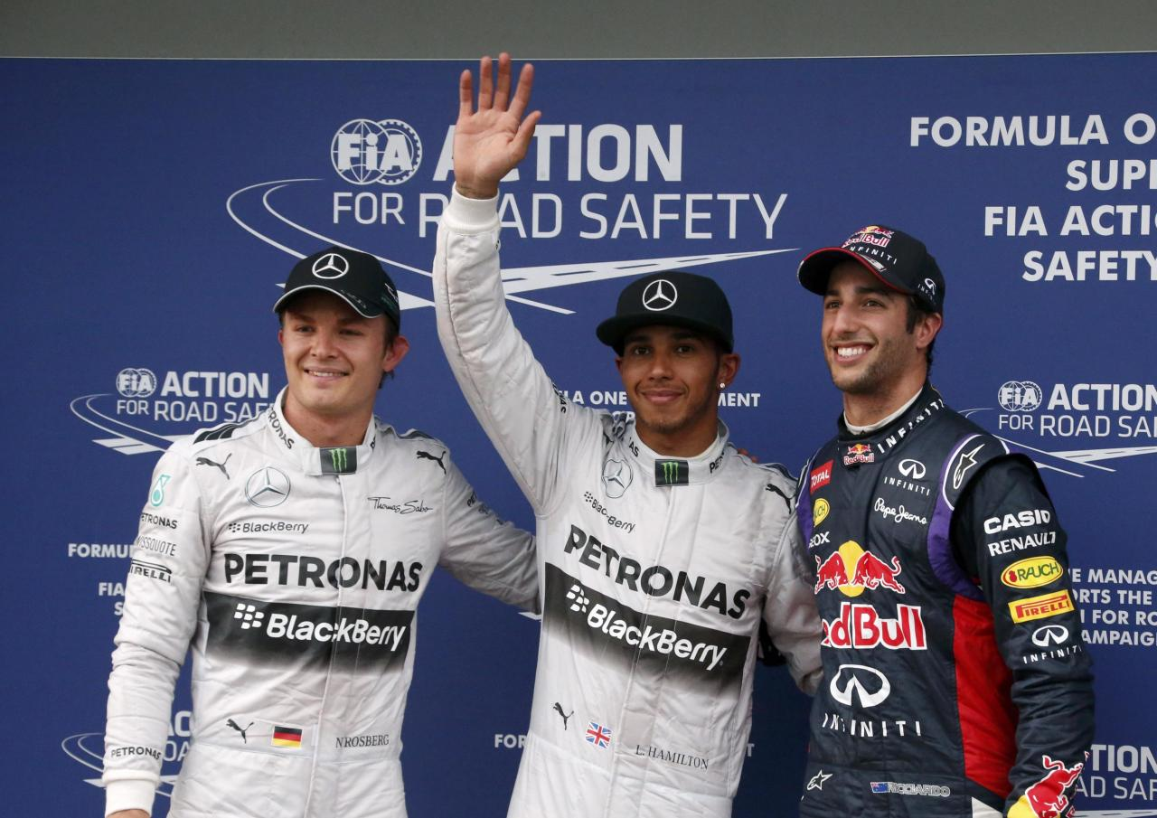 Mercedes Formula One driver Lewis Hamilton of Britain (C) celebrates taking pole position as he stands beside Red Bull Formula One driver Daniel Ricciardo of Australia and Mercedes Formula One driver Nico Rosberg of Germany, who qualified second and third respectively, after the qualifying session for the Australian F1 Grand Prix at the Albert Park circuit in Melbourne March 15, 2014. REUTERS/David Gray (AUSTRALIA - Tags: SPORT MOTORSPORT F1 TPX IMAGES OF THE DAY)