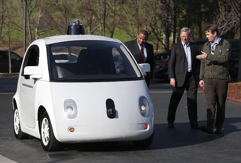 Google's Chris Urmson (R) shows a self-driving car to US Transportation Secretary Anthony Foxx (L) and Google Chairman Eric Schmidt (C) on February 2, 2015 in Mountain View, California (AFP Photo/Justin Sullivan)