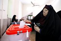 An Iranian woman casts her ballot in presidential elections at a polling station in southern Tehran on May 19, 2017 (AFP Photo/ATTA KENARE)