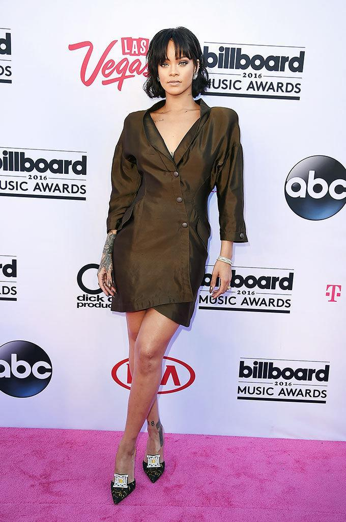 <p>The Anti singer is rocking an uncharacteristically low-key red-carpet look. This will be the bad girl's first U.S. on-air performance since a bout of bronchitis forced her to cancel her Grammy appearance. <i>(Photo: Steve Granitz/Getty Images)</i></p>