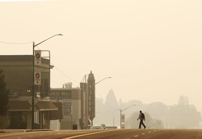 JANESVILLE, CALIF. - AUG. 18, 2021. A pall of yellow smoke from the Dixie blankets the town of Susanville, Calif., on Friday, Aug. 20, 2021. The wildfire has burned more than 1,100 square miles, destroyed 659 homes and is only about 30 percent contained. (Luis Sinco / Los Angeles Times)
