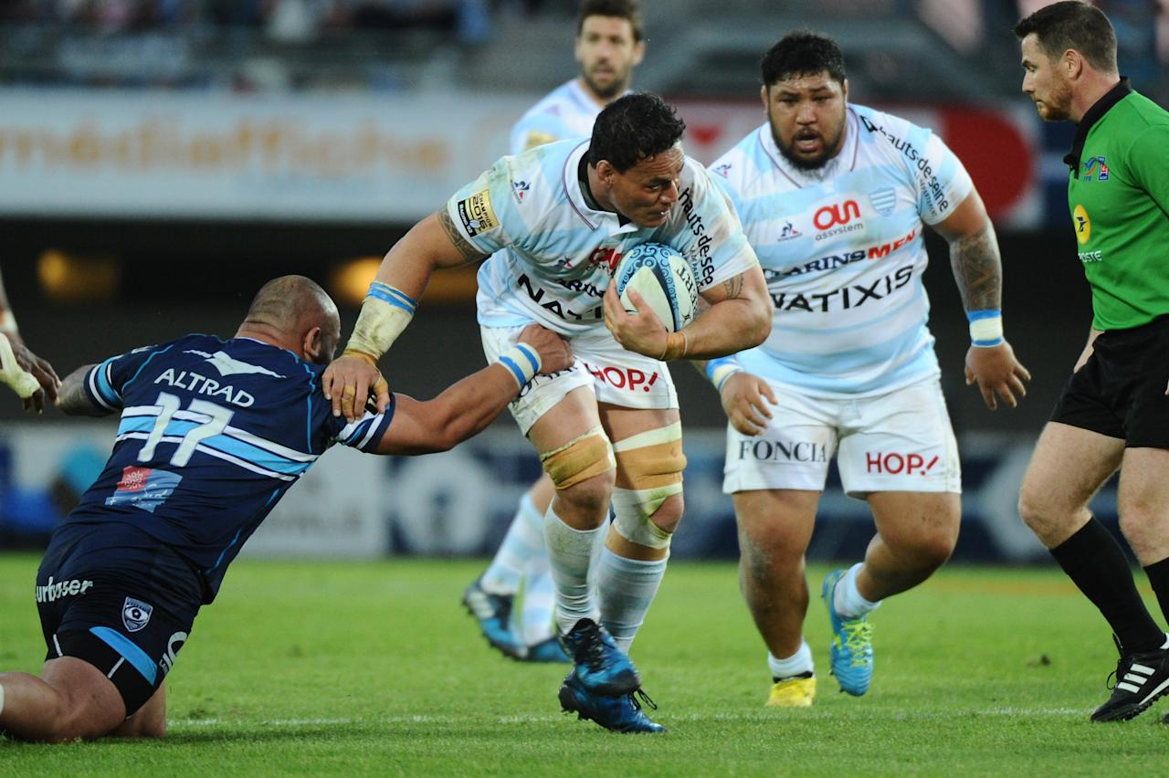 Racing Metro 92 New Zealand Number Eight Chris Masoe (C) vies with Montpellier's Georgian prop Mikheil Nariashvili during the French Top 14 rugby union match between Montpellier and Racing 92 on April 22, 2017 at the Altrad Stadium in Montpellier, southern France. (AFP Photo/Franck PENNANT)