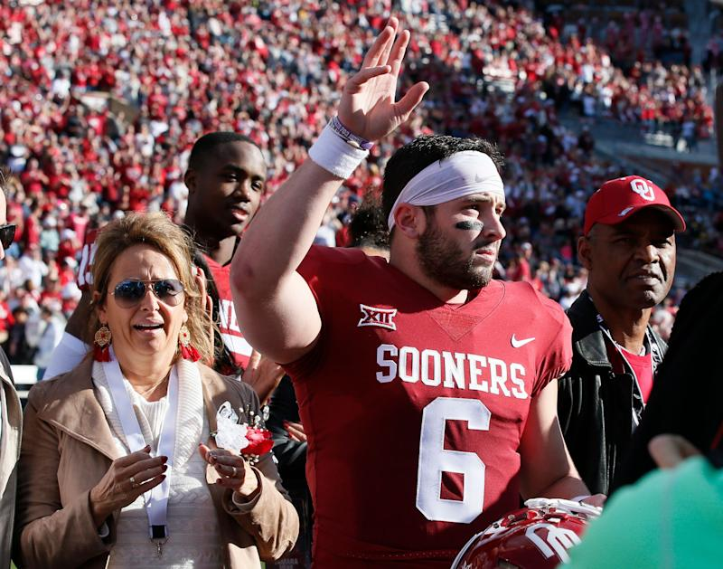 738eb2912 Oklahoma quarterback Baker Mayfield (6) waves to the crowd as he is  announced on