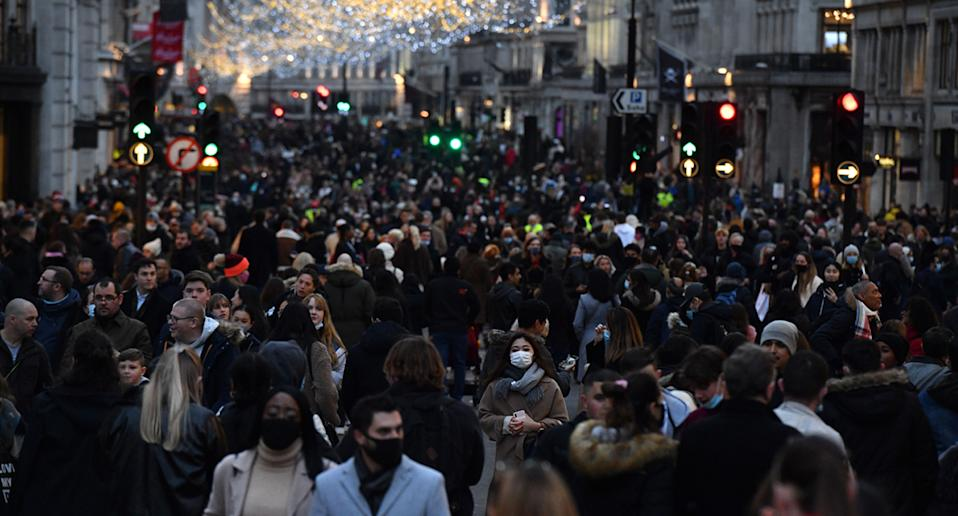 London streets packed as Christmas shoppers spark Covid fears