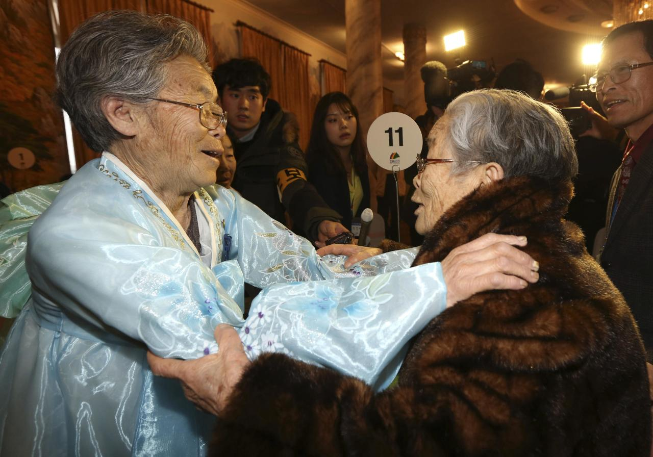 North Korean Kim Seok-ryeo (L), 80, looks at her South Korean sister Kim Sung-yun, 96, during their family reunion at the Mount Kumgang resort in North Korea February 20, 2014. A group of 100 South Koreans crossed the world's most heavily fortified border on Thursday morning, a frontier that separates two countries that remain at war after their conflict ended in an armistice rather than a peace treaty. The six days of family reunions take place under the cloud of a U.N. report on human rights abuses in North Korea, which investigators have said were comparable to Nazi-era atrocities. REUTERS/Lee Ji-eun/Yonhap (NOUTH KOREA - Tags: POLITICS) ATTENTION EDITORS - THIS IMAGE HAS BEEN SUPPLIED BY A THIRD PARTY. FOR EDITORIAL USE ONLY. NOT FOR SALE FOR MARKETING OR ADVERTISING CAMPAIGNS. NO SALES. NO ARCHIVES. IT IS DISTRIBUTED, EXACTLY AS RECEIVED BY REUTERS, AS A SERVICE TO CLIENTS. SOUTH KOREA OUT. NO COMMERCIAL OR EDITORIAL SALES IN SOUTH KOREA