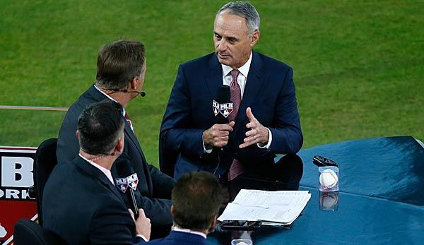 Baseball Commissioner Rob Manfred hat sich in Toronto zu den Effekten der Pace-of-Play-Regelanpassungen geäußert. Dabei zog er ein durchweg positives Fazit und gab Einblicke in mögliche weitere Veränderungen.