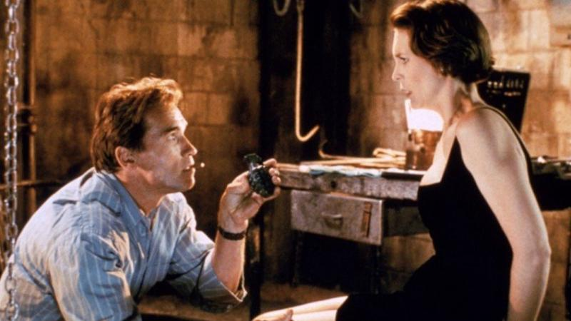 Arnold Schwarzenegger and Jamie Lee Curtis in True Lies (Credit: Fox)