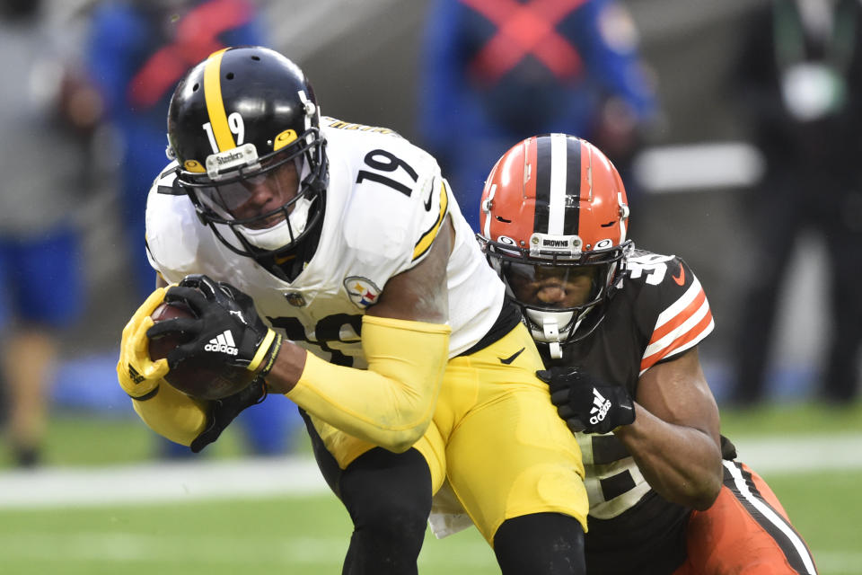 Pittsburgh Steelers wide receiver JuJu Smith-Schuster (19) could land a huge deal in free agency. (AP Photo/David Richard)