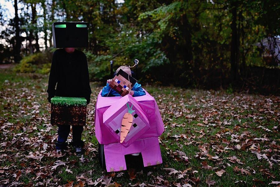 """<p>At some point, every kid goes through a Minecraft phase, right? Steve riding a Minecraft pig is an easy costume to DIY at the last minute. </p><p><a href=""""http://www.sarahhalstead.com/week-44-disguise/"""" rel=""""nofollow noopener"""" target=""""_blank"""" data-ylk=""""slk:See more at Sarah Halstead »"""" class=""""link rapid-noclick-resp""""><em>See more at Sarah Halstead »</em></a></p>"""