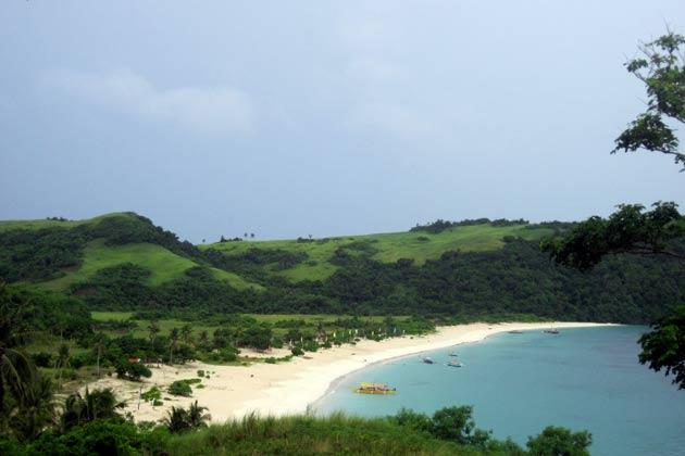 "<strong>Mahabang Buhangin</strong> (which translates to ""long beach"") in Calaguas is two hours by boat from the mainland. Most visitors fall for the quiet and deserted charm of the island and spend the night there; if you're among them, get ready to pitch your own tent, bring your own supplies, and have an evening spent listening to the ocean and watching the stars."