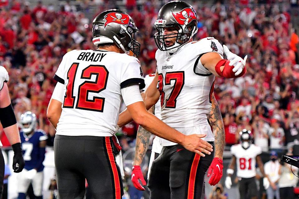 Tom Brady and Rob Gronkowski of the Buccaneers celebrate a touchdown against the Dallas Cowboys at the beginning of the 2021-2022 season