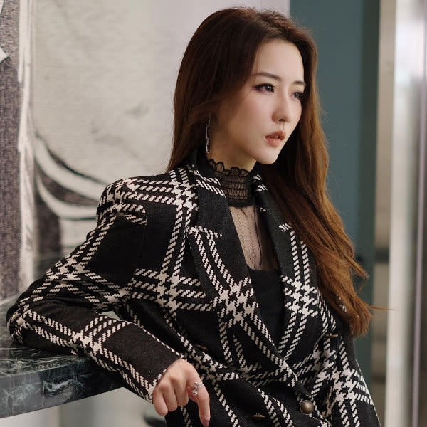 Hana Kuk is currently Voice Entertainment's Most Popular Female Singer
