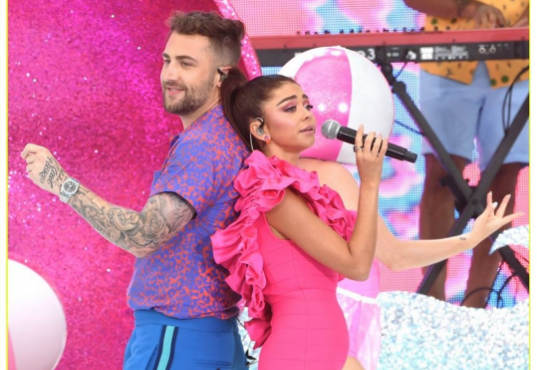 Sarah Hyland praises herself for not wearing Spanx for first televised singing performance. (Photo: Instagram)