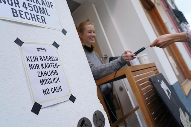 A sign notifies customers of no cash payments at Jones ice cream shop in Berlin's Schoeneberg district during the coronavirus crisis. (Sean Gallup/Getty Images)
