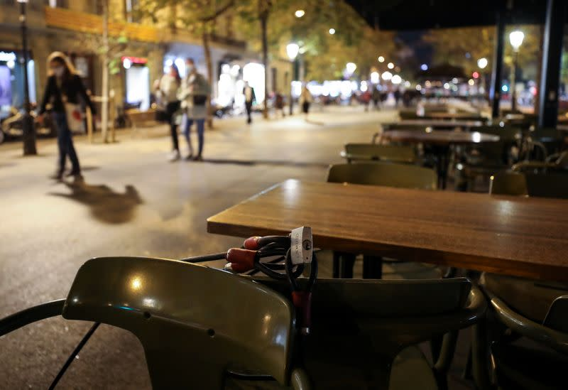 Spain's Catalonia to keep bars, restaurants shut another ten days to curb COVID-19
