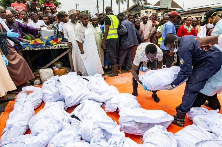 The victims' bodies are prepared for burial (AFP Photo/Carielle DOE)