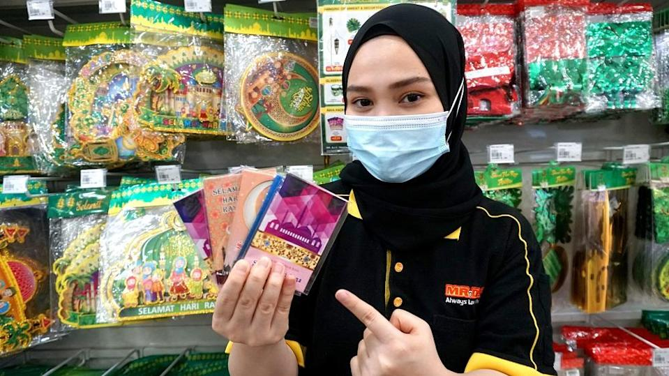 Ensure to have enough Raya packets and festive gift bags in hand if you are giving out duit raya or gifts throughout the Hari Raya celebrations. ― Picture courtesy of MR.DIY