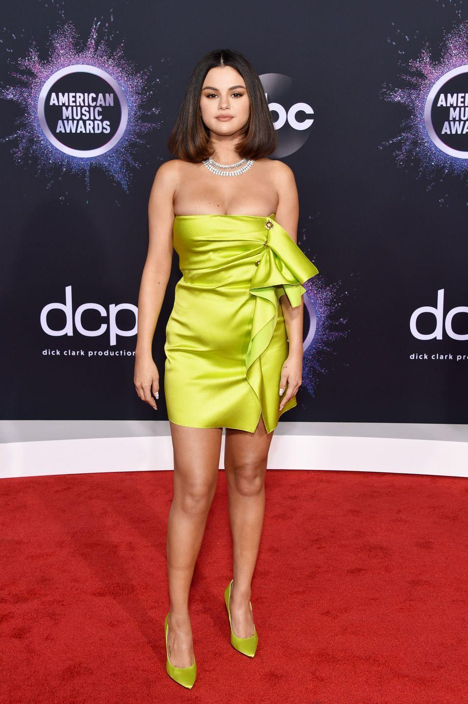 <p> Not all bobs are made equal and Selena proved that with her 2019 AMAs look. This hairdo is the perfect compromise for those that are scared of going too short. </p>