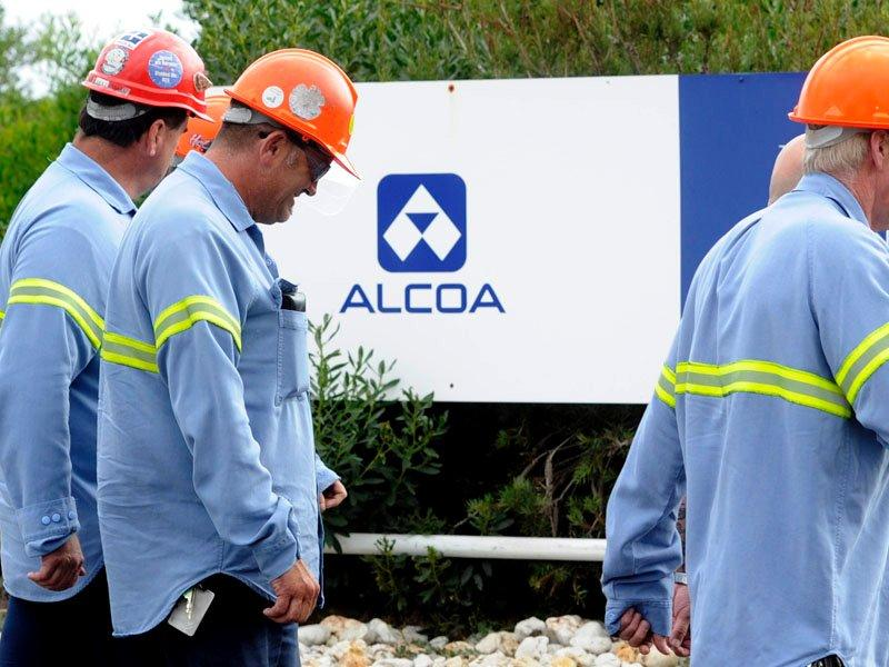 Alcoa posts 2Q net loss in slowing economy