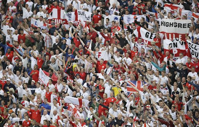 England fans cheer prior to the group D World Cup soccer match between Uruguay and England at the Itaquerao Stadium in Sao Paulo, Brazil, Thursday, June 19, 2014. (AP Photo/Michael Sohn)