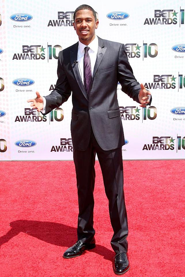 "Though he was missing his usual arm candy -- wife Mariah Carey -- Nick Cannon looked rather fine standing solo in his beautifully tailored suit. Frederick M. Brown/<a href=""http://www.gettyimages.com/"" target=""new"">GettyImages.com</a> - June 27, 2010"