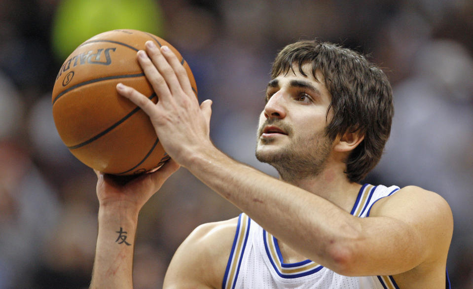 Minnesota Timberwolves guard Ricky Rubio shoots a free throw during the second half of the Timberwolves' NBA basketball game against the Los Angeles Clippers in the Target Center in Minneapolis, March 5, 2012. Minnesota won 95-94. REUTERS/Eric Miller (UNITED STATES - Tags: SPORT BASKETBALL)