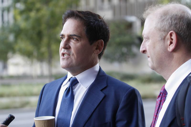 Mark Cuban (L), the billionaire owner of the NBA's Dallas Mavericks, speaks with the media while his attorney Stephen Best (R) looks on prior to entering U.S District Court for the opening day of his insider trading trial in Dallas, Texas September 30, 2013. REUTERS/Tim Sharp/Files