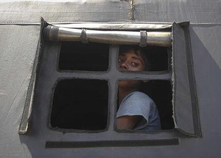 A Rohingya migrant who arrived today by boat looks out the window of a police truck before departing with others to a temporary shelter, in Idi Rayeuk, in Indonesia's Aceh Province May 20, 2015. REUTERS/YT Haryono