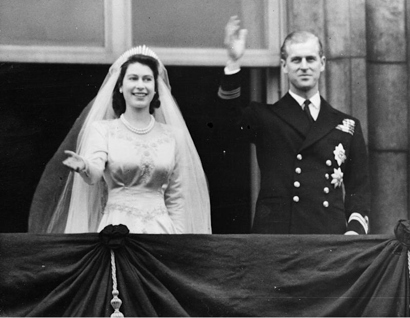 20th November 1947: Princess Elizabeth and The Prince Philip, Duke of Edinburgh waving to a crowd from the balcony of Buckingham Palace, London shortly after their wedding at Westminster Abbey. (Photo by Keystone/Getty Images)