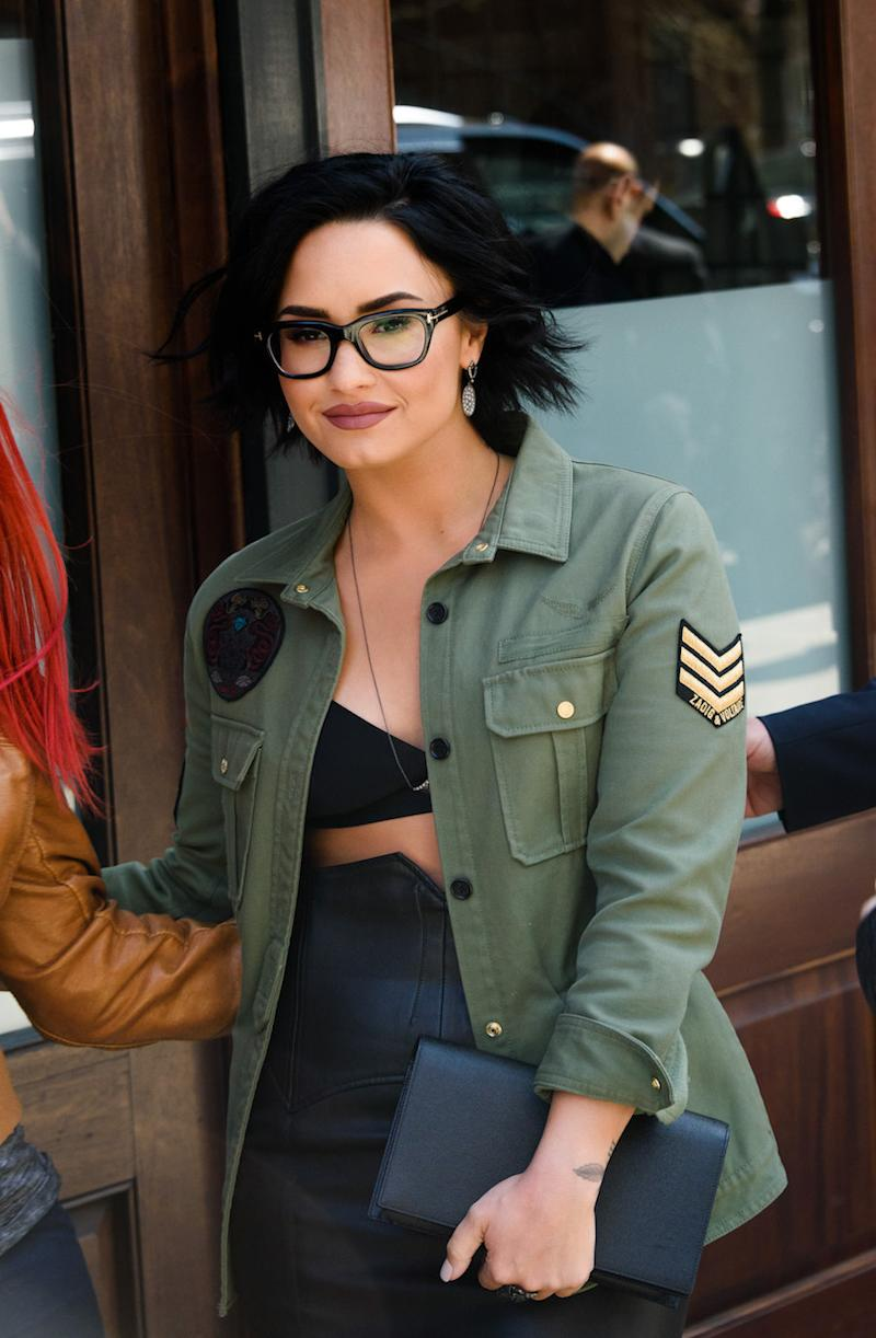 32cda48f32e 15 glasses-wearing celebs who give us major eyewear envy