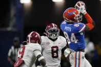 Florida tight end Kyle Pitts (84) makes the catch ahead of Alabama linebacker Christian Harris (8) during the second half of the Southeastern Conference championship NCAA college football game, Saturday, Dec. 19, 2020, in Atlanta. (AP Photo/Brynn Anderson)
