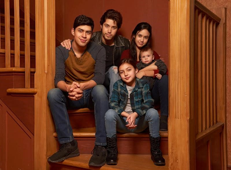1990s drama 'Party of Five' reboot involves deported parents