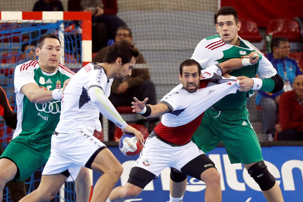 Men's Handball - Hungary v Chile - 2017 Men's World Championship Main Round - Group C -  Kindarena in Rouen, France - 16/01/17 - Chile's Erwin Feuchtmann and Esteban Salinas struggle with Hungary's Bence Banhidi and Timuzsin Schuch .   REUTERS/Charles Platiau