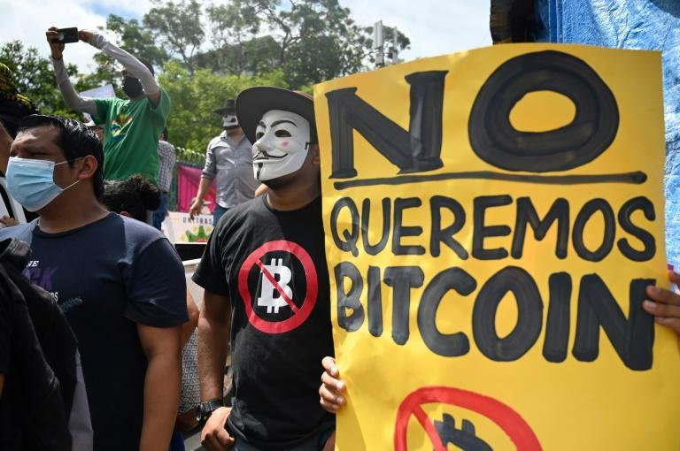 A recent opinion poll found that 70 percent of Salvadorans opposed the adoption of bitcoin as legal tender, and hundreds protested against it on September 1, 2021 (AFP/MARVIN RECINOS)