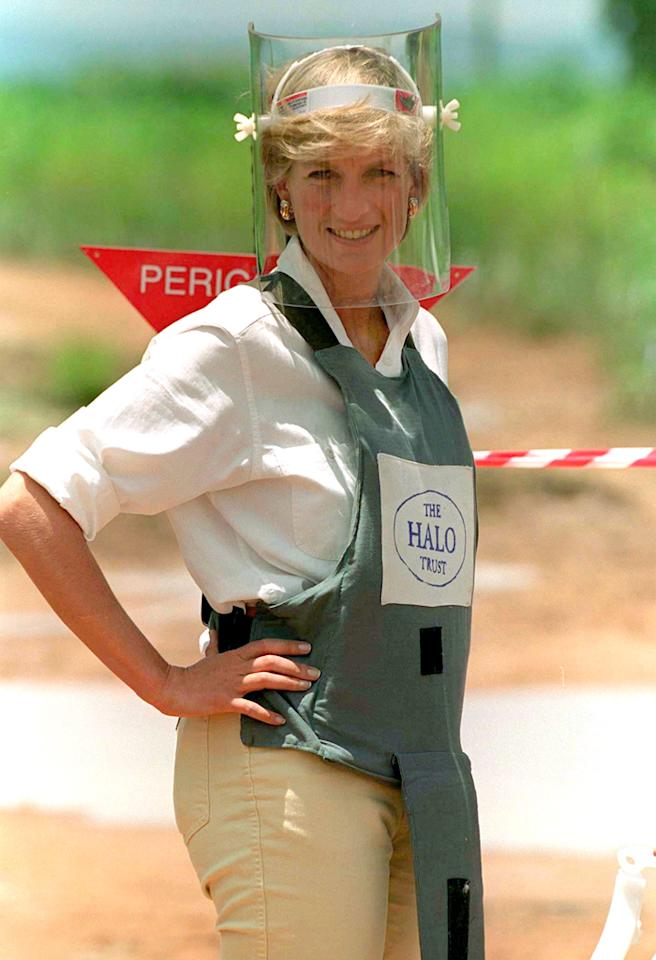 HUAMBO, ANGOLA - JANUARY 15:  Diana, Princess Of Wales, Visiting Mined Areas Being Cleared By The Charity Halo In Huambo, Angola, Wearing Protective Body Armour And A Visor.  (Photo by Tim Graham/Getty Images)